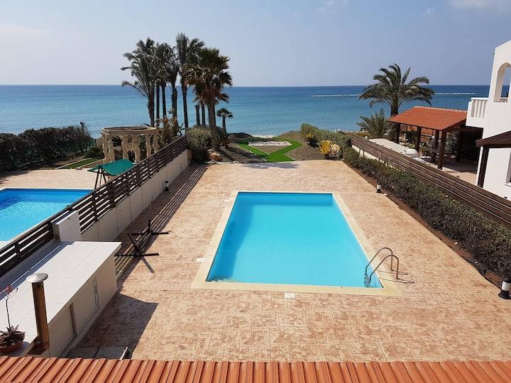 Sunny seafront villa Pervolia