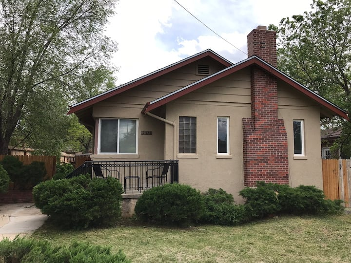 Perfect CO Springs Getaway! Close to downtown.