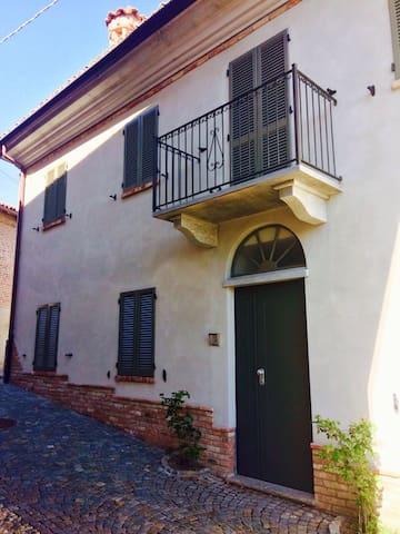 Bilocale in centro storico - Castagnito - Apartment