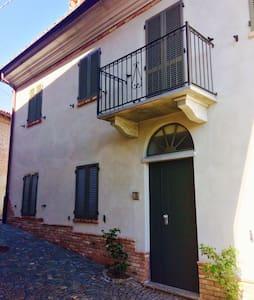 Bilocale in centro storico - Castagnito - Leilighet