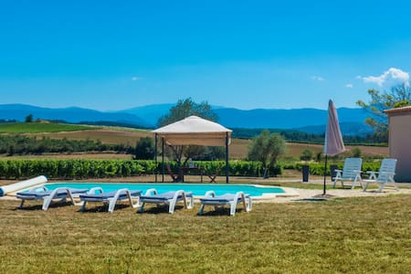 Gite 3* dans vignoble piscine privée belles vues