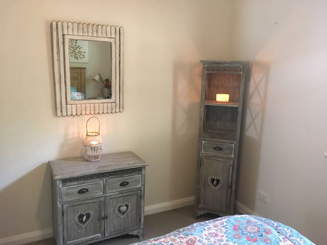Large bedroom with private bathroom-Pet Friendly! - Lane Cove North - Hus