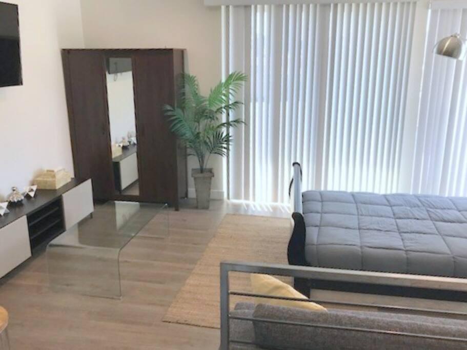 Bedroom #1 (2nd level) - Queen Bed w/ TV and Netflix