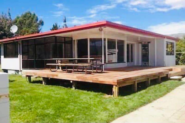 4 bedroom, sleeps 12, large living & deck