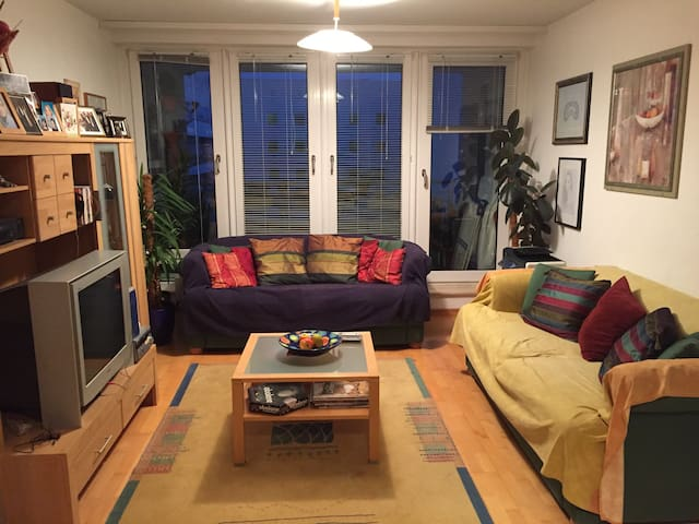 1 Sofas for 2 in the heart of Berlin, cosy & clean