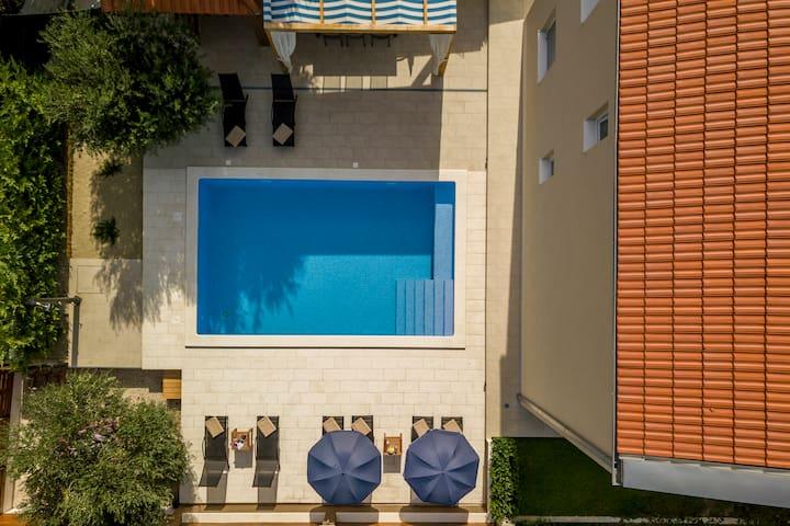 Villa Beata, heated pool, view, 12km from Split