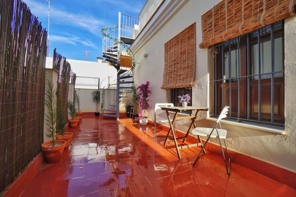 Private Terrace, perfect to take your morning coffee. Terraza Privada, ideal para tomar su café por la mañana.