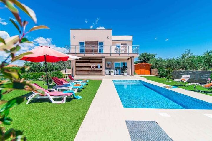 Villa for 6 persons in Galižana R96567