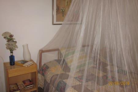 2 habitaciones con 1 cama doble en cada una - Sant Pol de Mar - Haus
