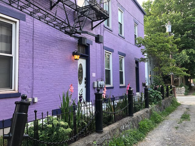 Large One Bedroom in Mainstrasse
