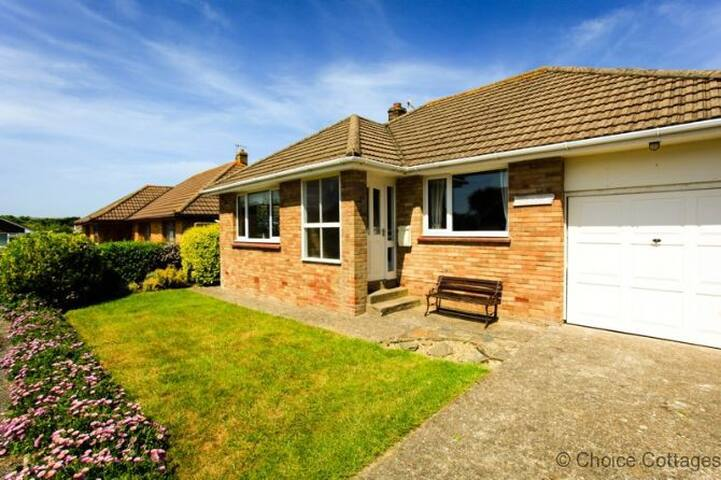 CROYDE NAUWAI | 2 Bedrooms | Näuwai ('na-why') means 'your water'. | walk to beach