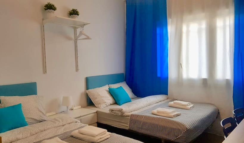 V2 cozy & nice room for 4 in the heart of BCN!!!