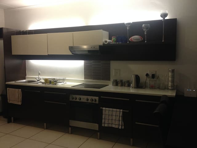 Self-Catering Room in Apartment - Douglasdale - Sandton