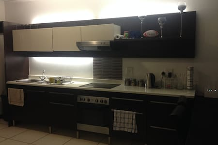 Self-Catering Room in Apartment - Douglasdale - Sandton - Wohnung