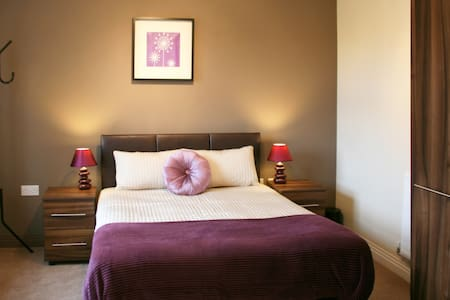Modern Double Bedroom with private bathroom - Bushey