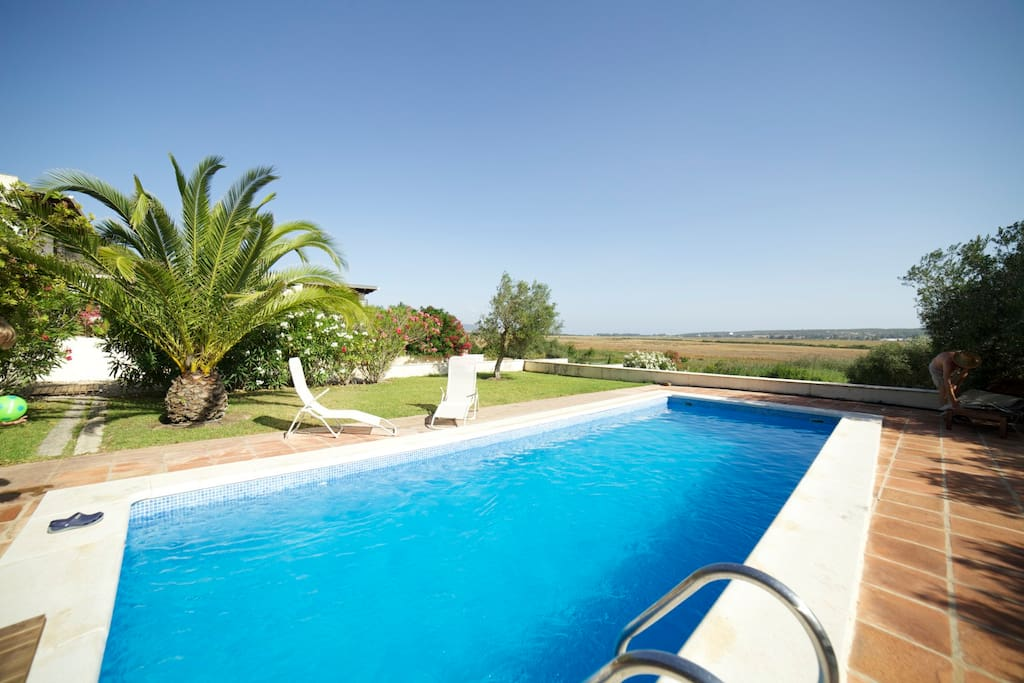Piscina con vistas del valle del río Barbate / Swimming pool with views of the Barbate river valley