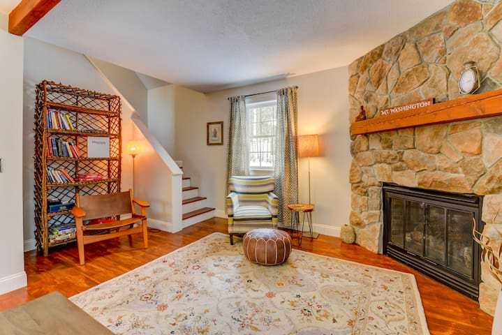 Private, peaceful, fully-remodeled 2 BR cottage. Large Porch, Gas Log  Wifi. - 47 Abbott Brook