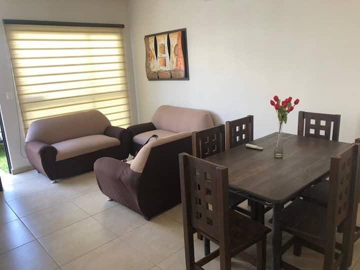 Casa acogedora, excelente ambiente y seguridad. ..