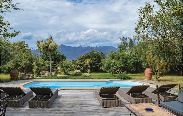 Awesome home in Figari with WiFi and 4 Bedrooms