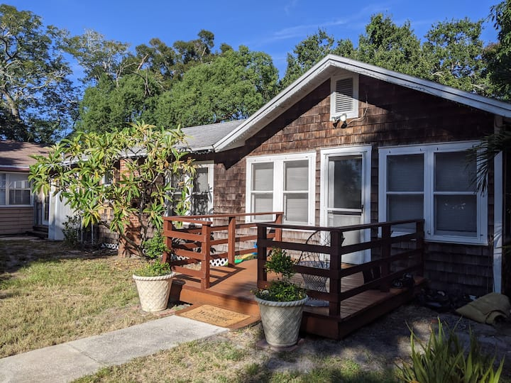 15 minutes from beach-unique house on 1/2 acre