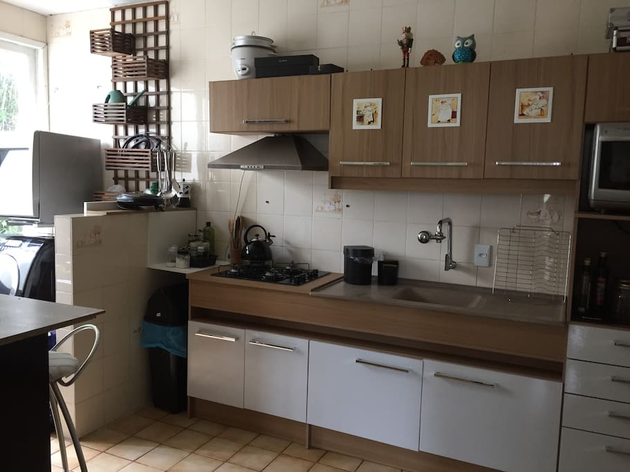 Cozinha grande e equipada (microondas, lava louças e lava roupas)