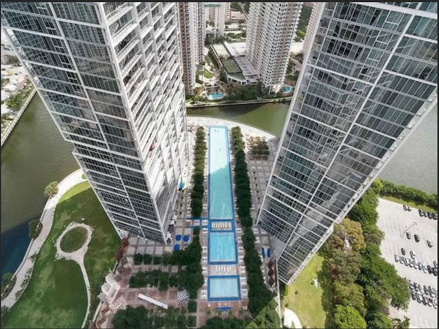 High Ceiling apartment at Icon Brickell