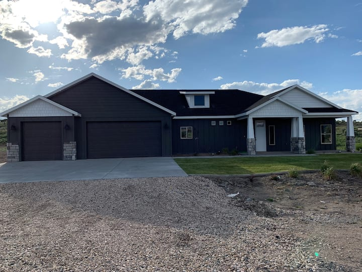 Mountain Serenity by Bryce Canyon BRAND NEW HOME!