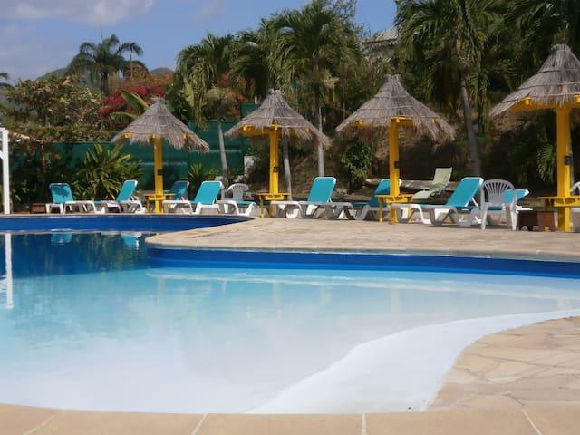 Studio à 500 m de la plage, accès piscine