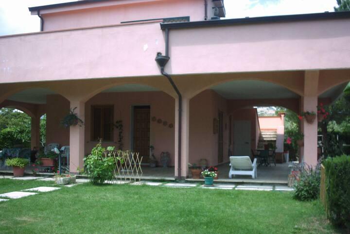 Appartamento in villa a pochi metri dal mare