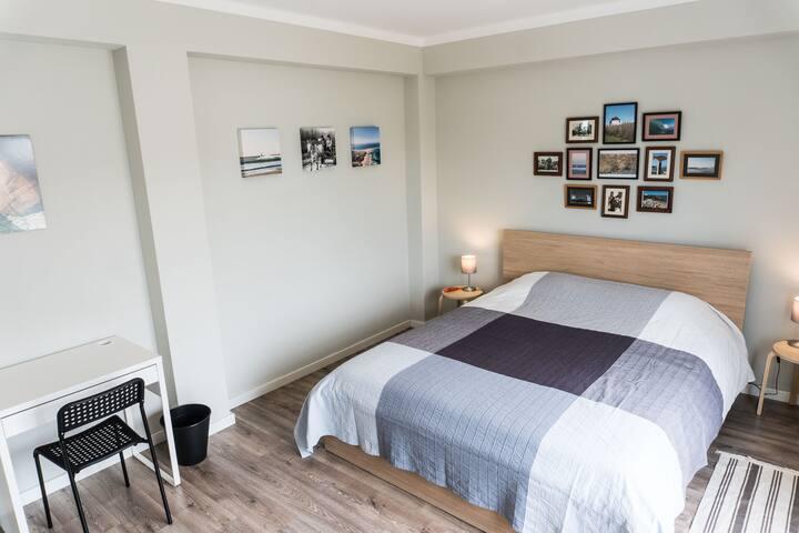 The Retreat - Peniche: Portugal Room - TAM