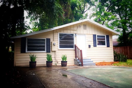 Close to Orlando Attractions and Downtown Orlando
