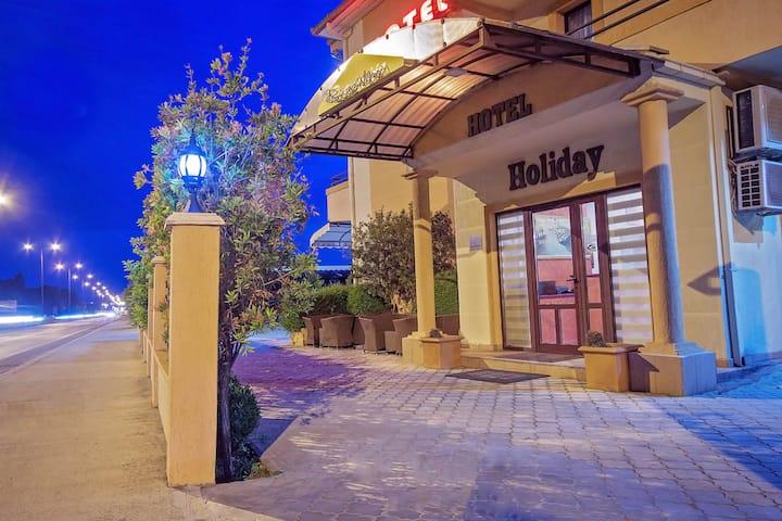 Hotel Holiday I TWIN Room * Parking + Breakfast