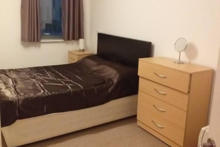 Cozy & Spacious Double Bedroom