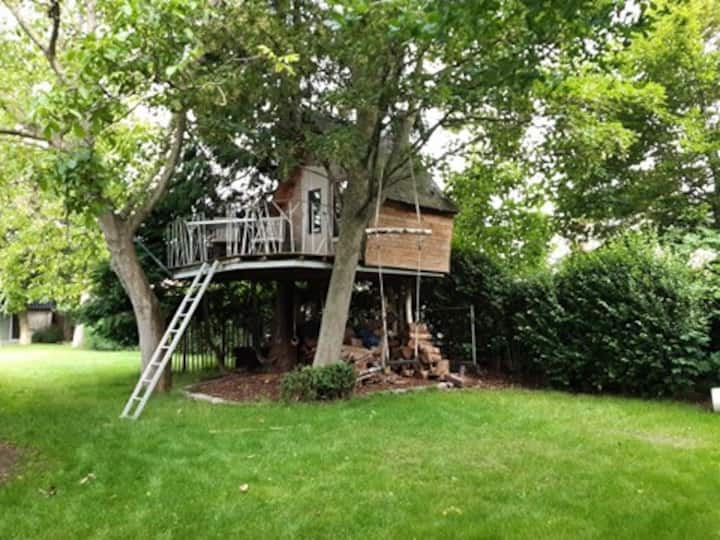 Tiny Treehouse in Koekelare