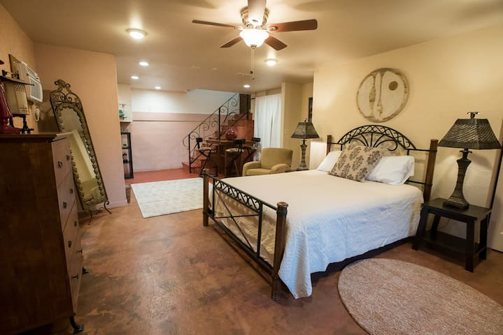 Charming Casita at Cathedral Rock Lodge - Beautiful Grounds With Red Rock Views. Private Access to Oak Creek