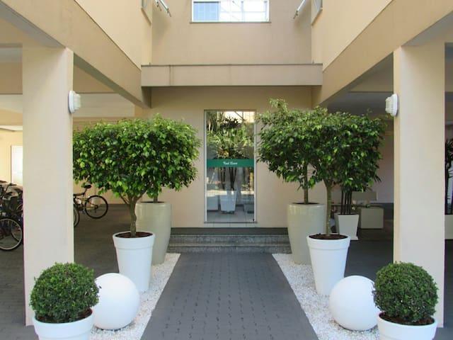 Canasvieiras-Apartamento completo e com garagem.
