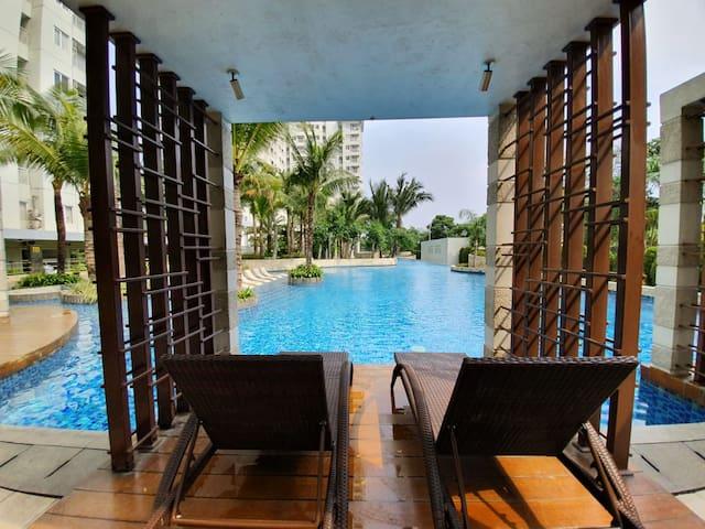 Homey & Convenient Apartment at West Jakarta's CBD