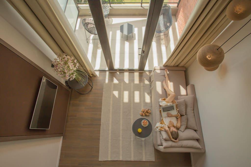 Duplex loft, en doble altura, con imponente balcon terraza y la mejor vista a las sierras.