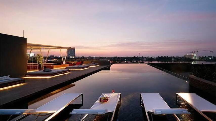 Riverside Condo w/Great Facilities. Min 30 days.