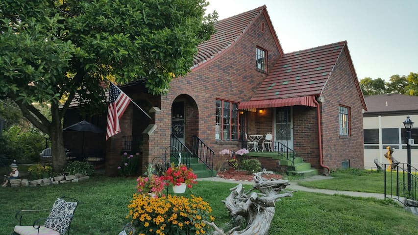 Maple Street Bed and Breakfast LLC