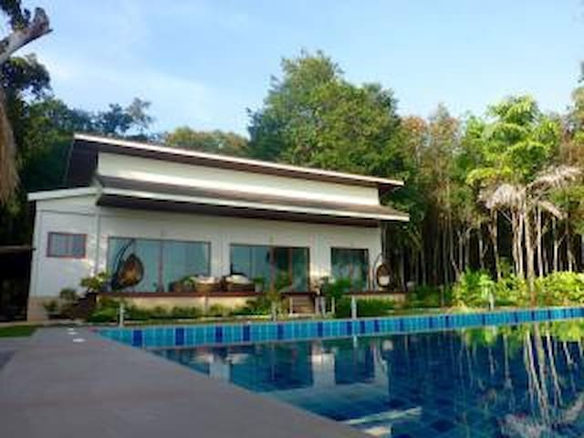Beautiful New Beachfront Villa with Private Pool - Koh Chang Tai - Casa de camp