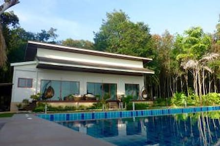 Beautiful New Beachfront Villa with Private Pool - Koh Chang Tai