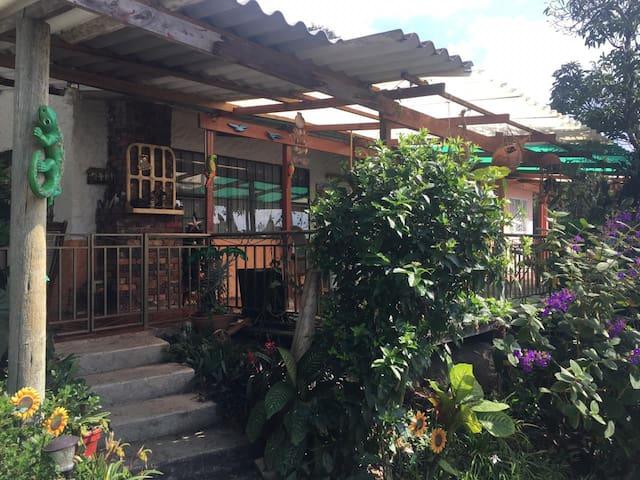 Casa finca vacacional cerca Bogotá  clima templado