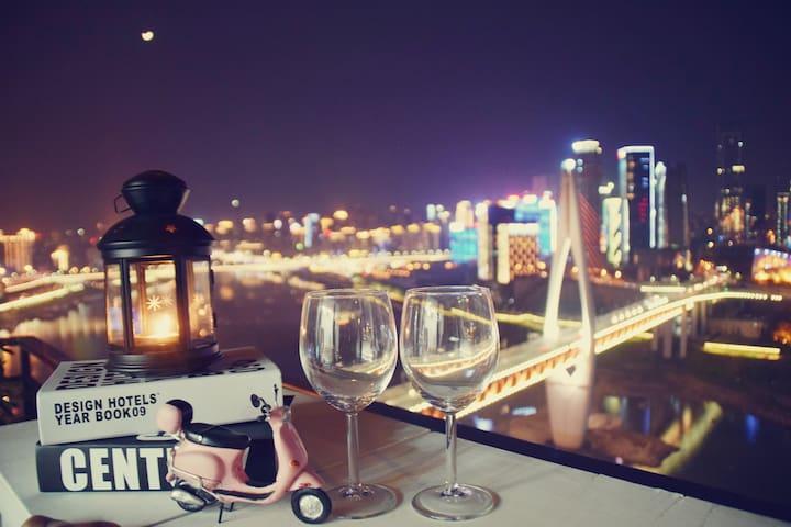 【开业特惠-倾城之恋】超大飘窗步行5分钟到洪崖洞解放碑地铁站唯美江景房 - Chongqing - Kondominium