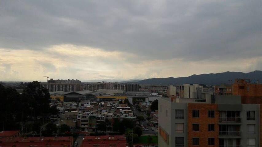 La vista de la ciudad y al mismo la tranquilidad que ofrece un piso 16.
