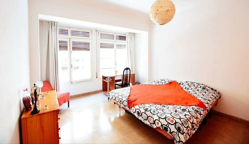 Big double-bed room Ibiza city center