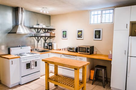 Comfy 2 BD Basement APT - City Park South - Denver - Lakás