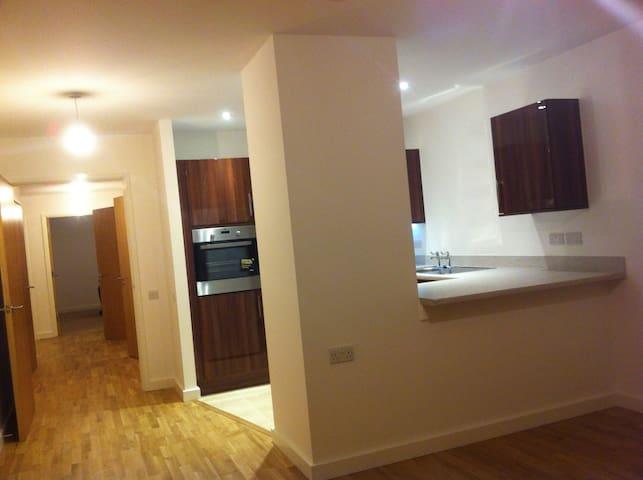 Comfortable bedroom in modern Walthamstow flat - London - Wohnung
