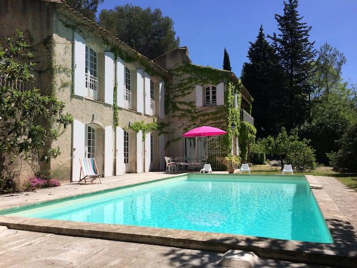 Pied à terre avec piscine au calme Aix-en-Provence
