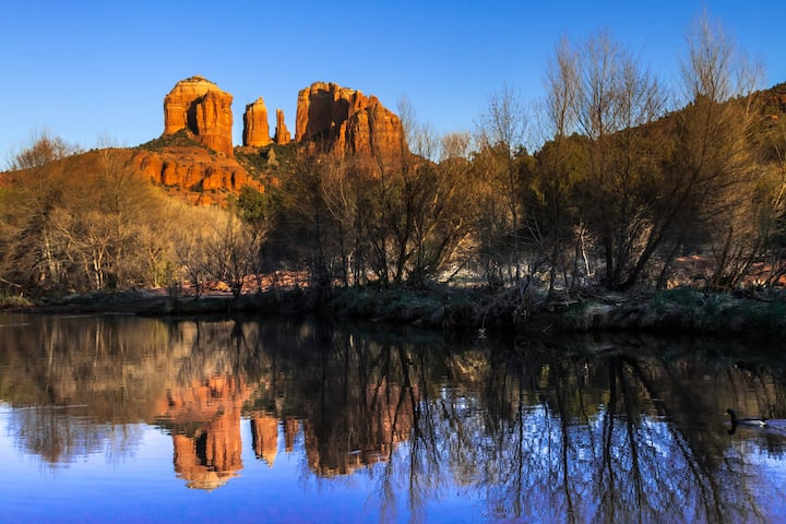 Beautiful Pond View Charm Home 2BD- Sedona Retreat